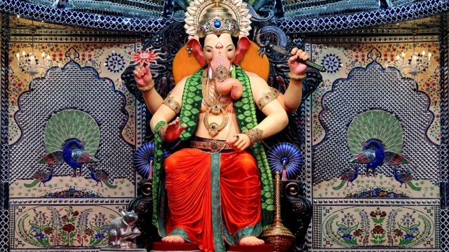Movements of Lalbaugcha Raja 2015 Live Darshan